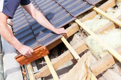 Izolacja termiczna dachów i poddaszy ocieplanie pianką lub wełną
